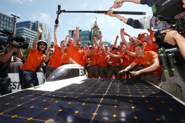 Image copyrightGetty Images Image captionDelft   University students celebrated their win with their car, Nuna8A team from Delft University in the Netherlands has won a solar car race in the Australian outback.