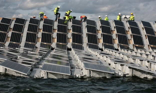 Construction of Europe's largest floating solar panel array is underway on London's Queen Elizabeth II reservoir. Photograph: Martin Godwin for the Guardian