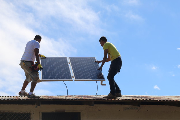 Suni Solar installers setting up a 300-watt system on San Antonio de Upa, a primary school in Matagalpa, Nicaragua.