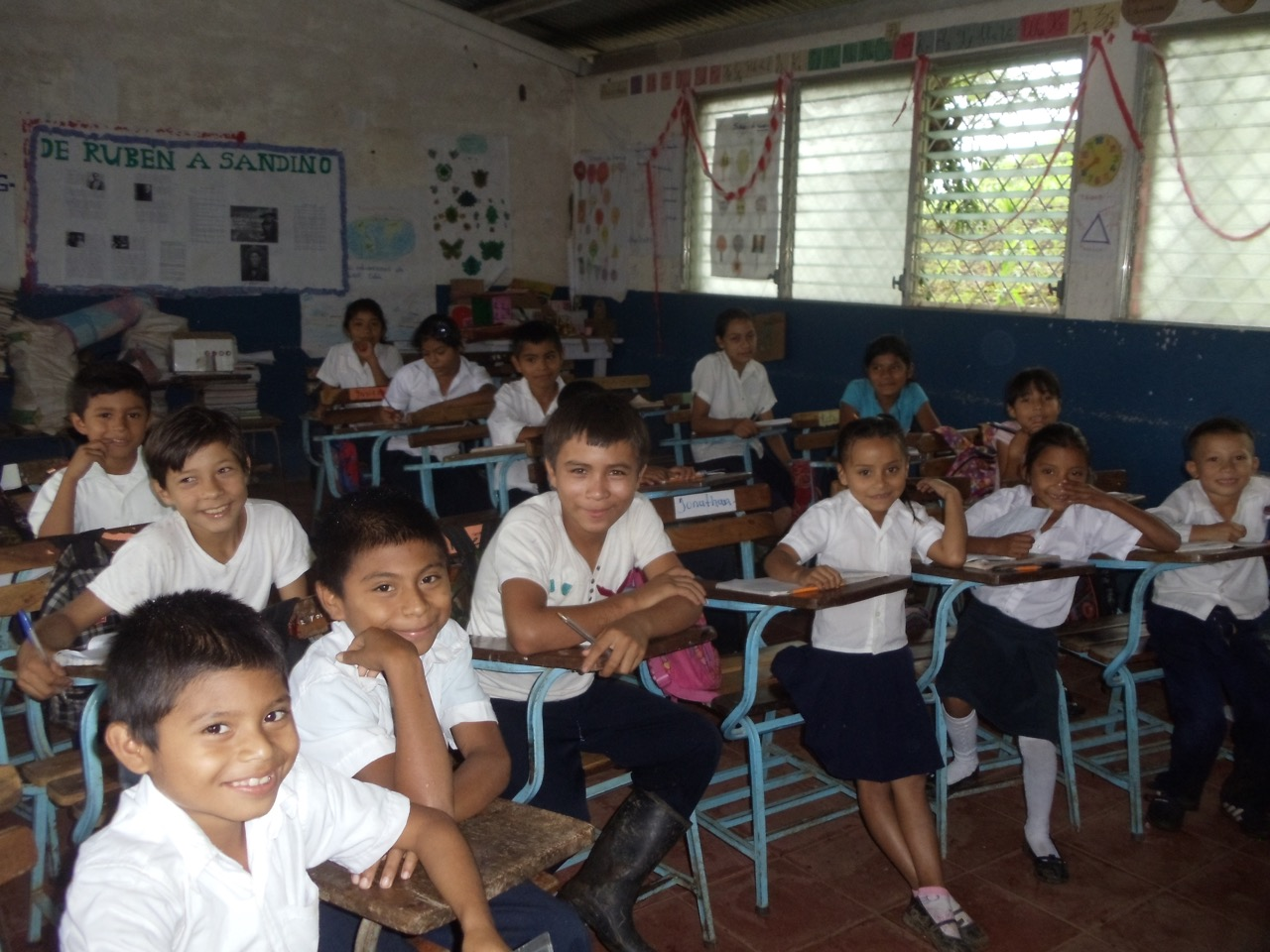 All smiles here: The students at Verapaz Primary School in Verapaz, Nicaragua are enjoying their newly-solarized classroom.